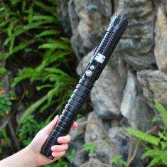 pointeur laser bleu 50000mW ( https://www.achatlaser.com/pointeur-laser-50000mw-bleu.html )